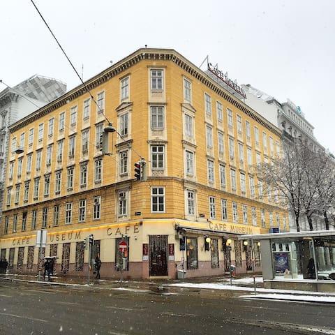 Center! Room on Stephansplatz #2