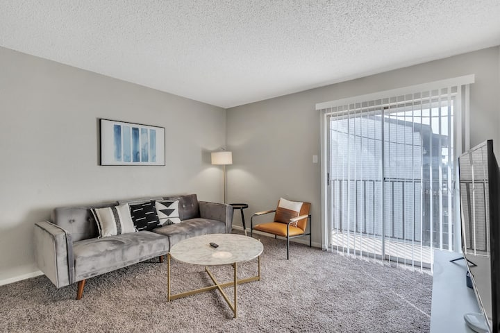 Contemporary Flat Near Downtown Midland (Close to Airport)