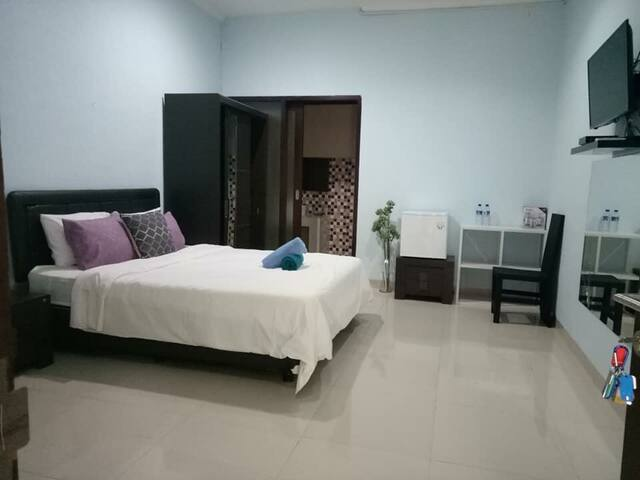 Cozy cheap clean big  room near 66  beach RM 1