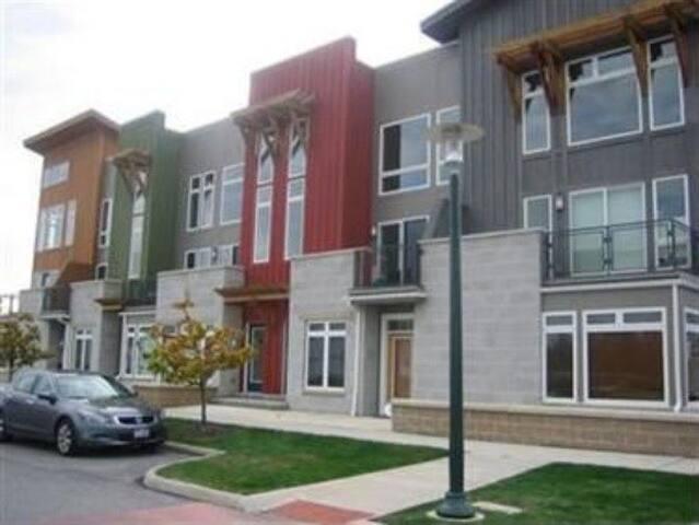 Modern RNC Condo + Lake View - Cleveland - Wohnung