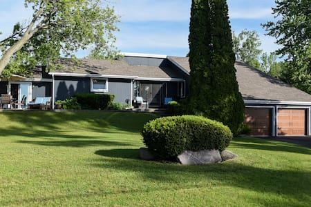 Greyhouse-Waterfront retreat Prince Edward County - Belleville