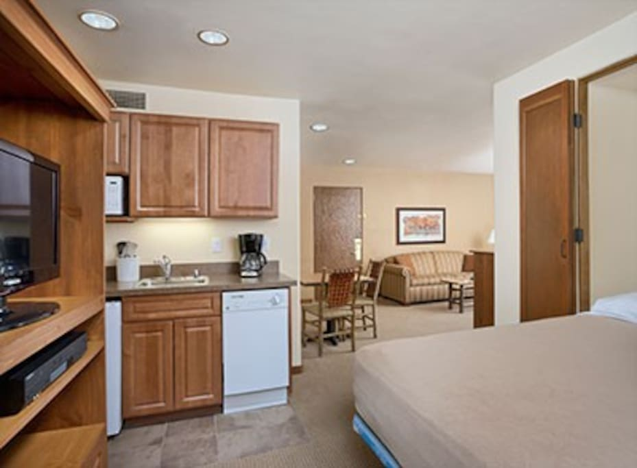 This picture does not show the specific unit being rented.  The unit rented will be based on which units are available upon check-in. These pictures are meant to show the property and an example of the room style and décor.