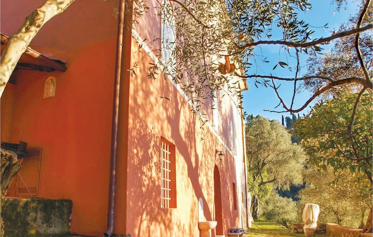 Holiday cottage with 4 bedrooms on 180m² in Camaiore LU