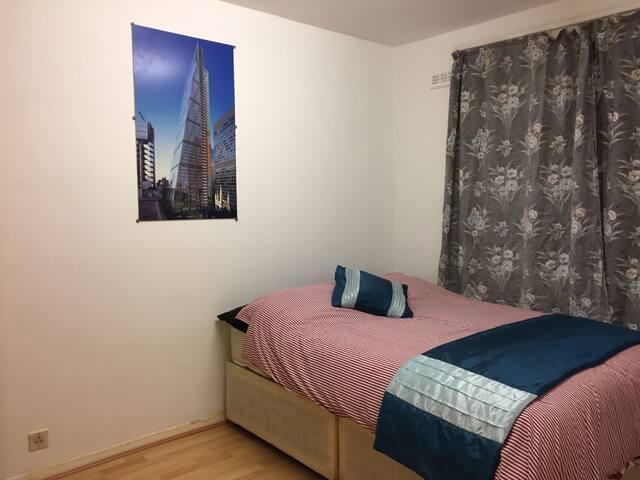 Spacious Double room near Canary Whalf