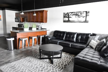 Harrison Lofts: A Modern Getaway Place! - Farmington - Vindsvåning