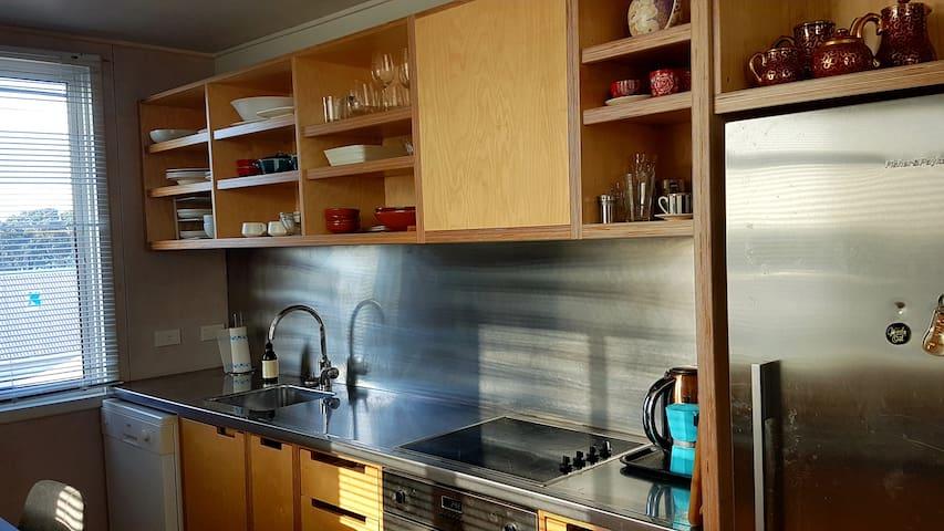 Morley Heights-a spacious funky apartment near CBD