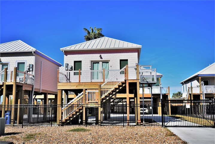 Couple's Getaway-Jewel Box Beach Cottage A