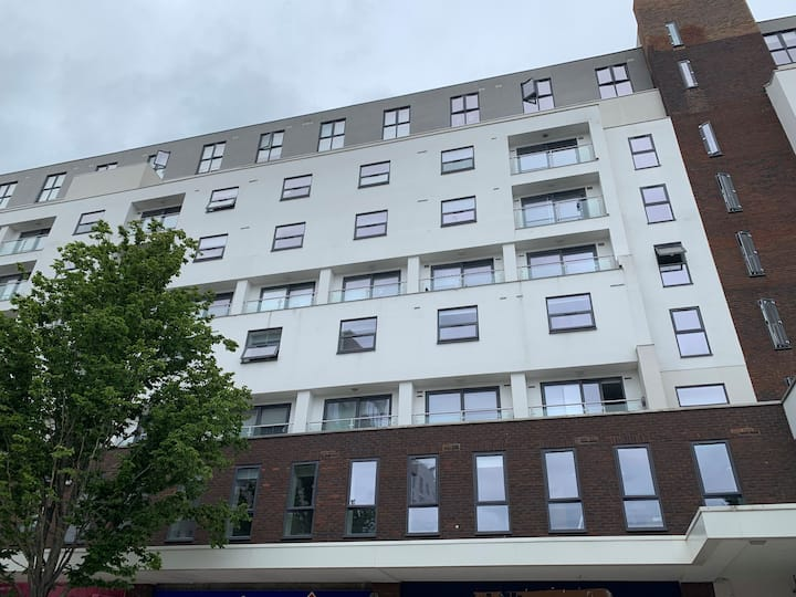 Bracknell - Huge 3 bedroom Apartment