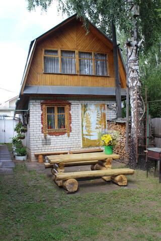 Живописный двухэтажный домик в поселке Никологоры