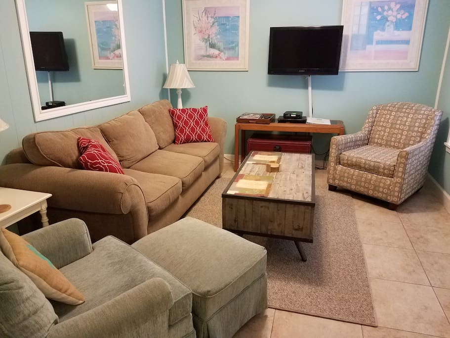 Living Area with Queen Sleeper Sofa, Cable TV and DVD!