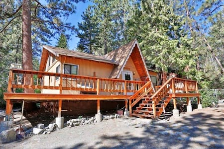 The Cozy Wrightwood Cabin