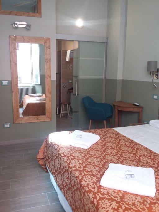 Stanza doppia con bagno privato san lorenzo appartamenti - Stanza bagno privato roma ...