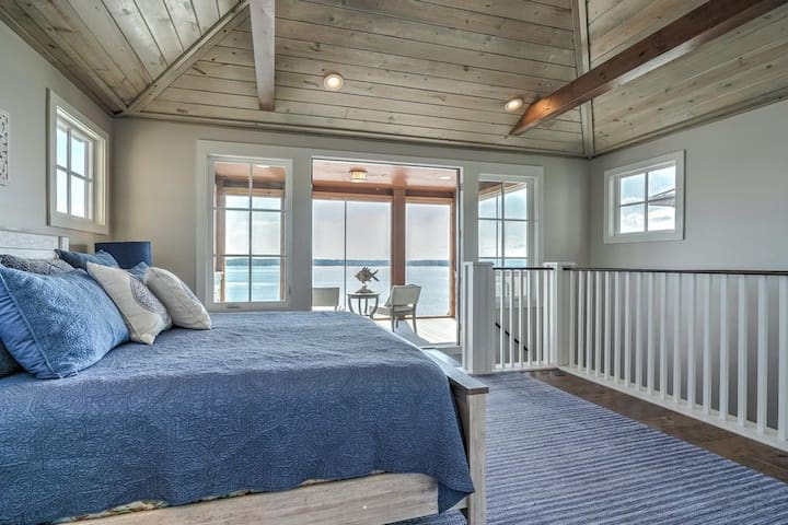 Top floor bedroom with private enclosed balcony facing the lake. Such an incredible view to wake up to in the morning.