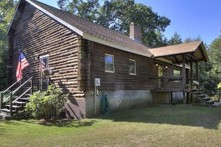 Peaceful Log Cabin - Windham - Huis
