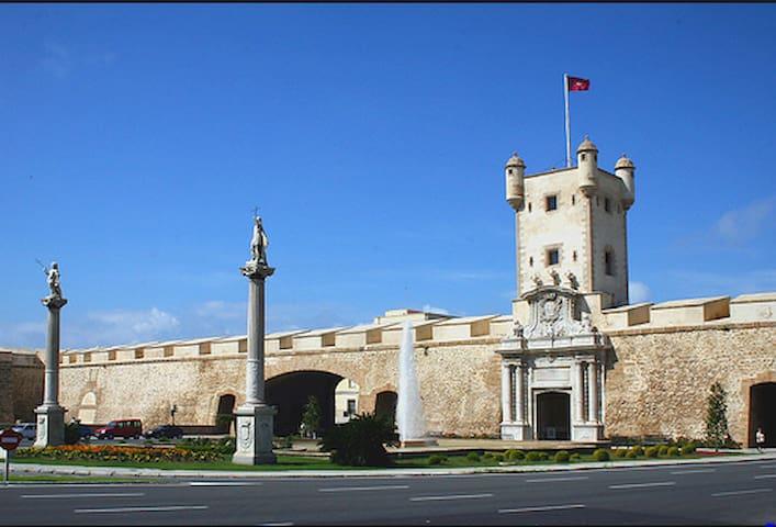 Apartamento Cádiz Centro, ideal ubicación. - Cádiz - House