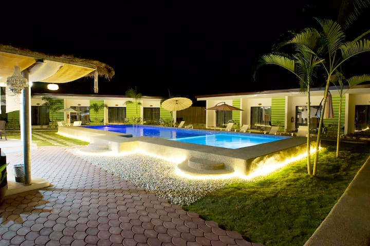 Chinita8 - Double Beds Deluxe Room & Swimming Pool