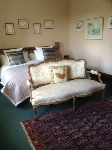 Spacious bedrooms, lounge & bathroom. - Berwick-upon-Tweed - Bed & Breakfast
