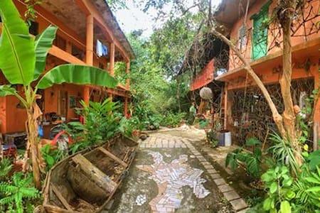 Habitación ecocultural en Centro Cultural Miches. - Miches