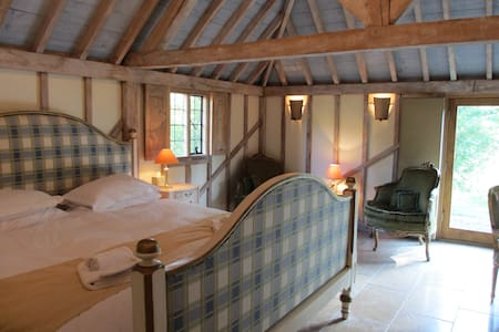 The Oak Barn, Self Catering 5*star gold - Benenden