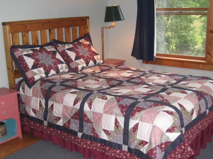 Double room in Peaceful Green Mountain B&B