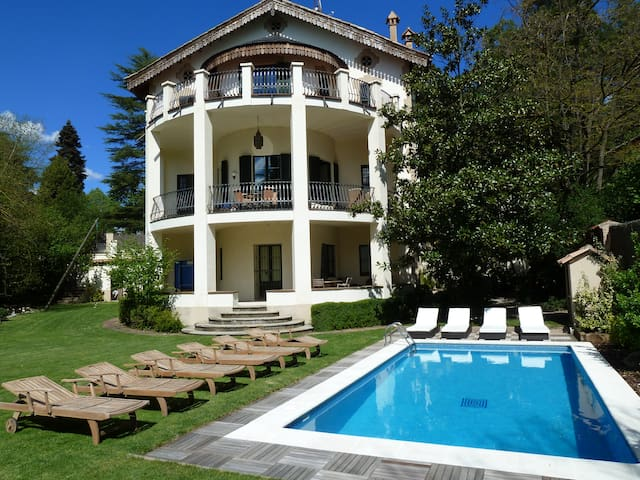 Huge villa, pool, centre of mountain town - Viladrau - Casa