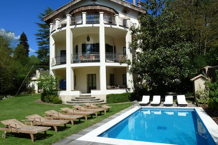 Huge villa, pool, centre of mountain town - Viladrau