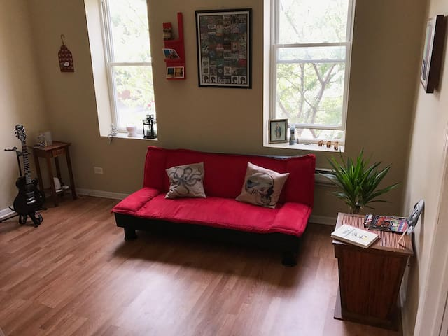 Private Rooms in Spacious Modern Apt Near Downtown