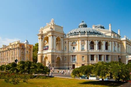 Центр Одессы возле Дерибасовской - Odesa - Mağara