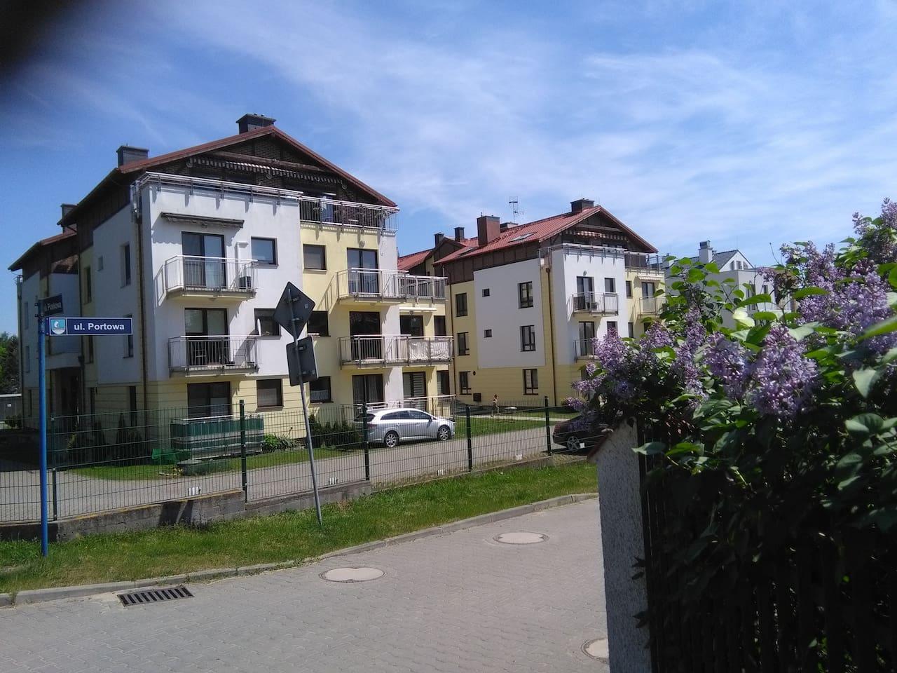 Budynek , gdzie znajduje się apartament