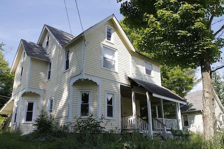 catskills 3 bedroom victorian - Livingston Manor