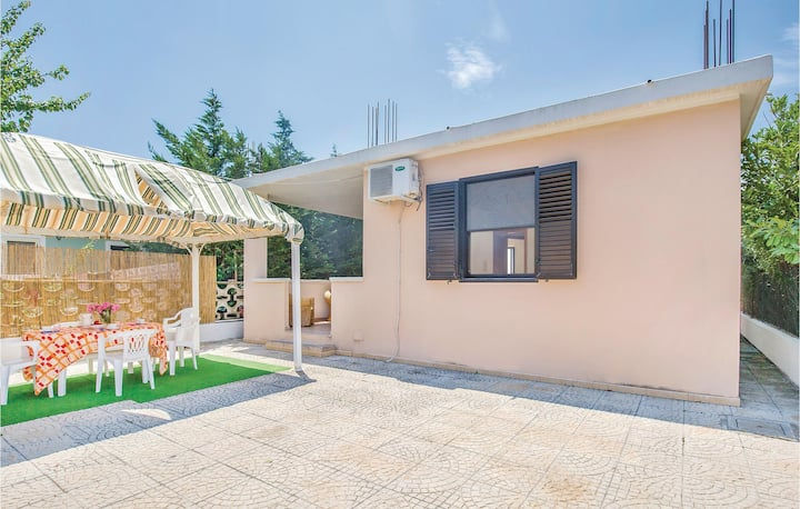 Holiday cottage with 2 bedrooms on 56m² in Isola di Capo Rizzuto