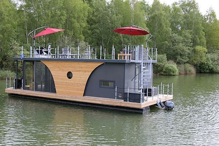 Floating home overlooking the lake! - Anjum - Boot