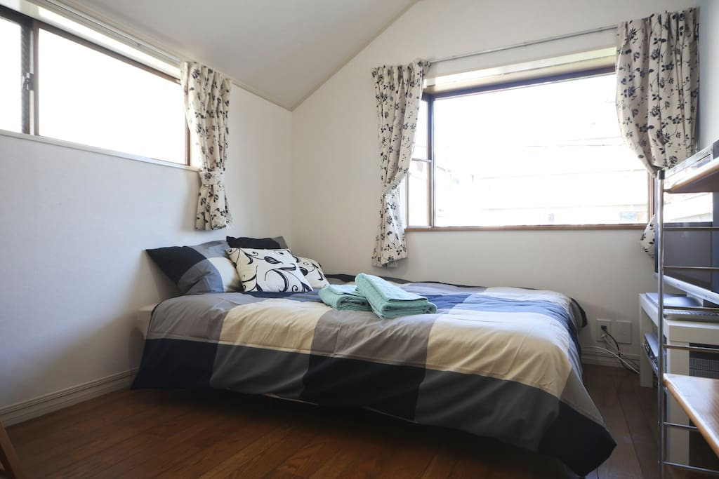 Full size bed with linen. Bright windows with blackout curtains.