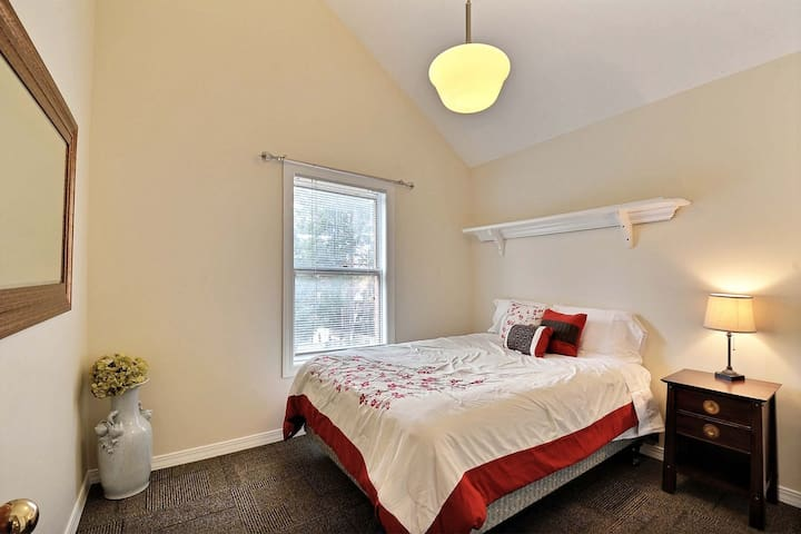 The main bedroom--a queen bed with a comfy mattress.