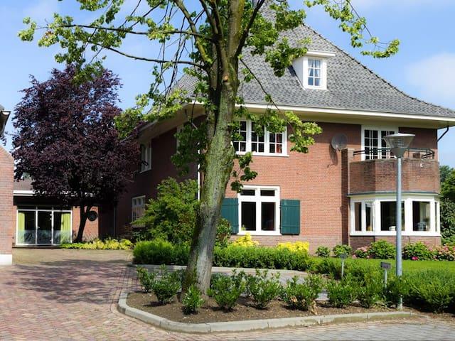 Rustige ruime kamer dichtbij Arnhem - Westervoort - Bed & Breakfast