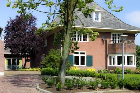 Rustige ruime kamer dichtbij Arnhem - Westervoort - ที่พักพร้อมอาหารเช้า