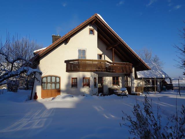 Haus von südwest im Winter