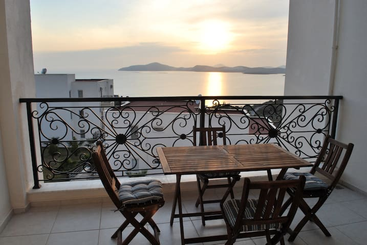 Gulluk Rental with Beautiful Views - Milas - Leilighet