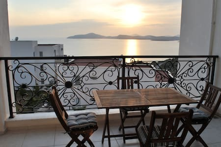 Gulluk Rental with Beautiful Views - Milas - Lejlighed
