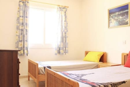 Single bed in shared room (yellow) - Paphos - Wohnung