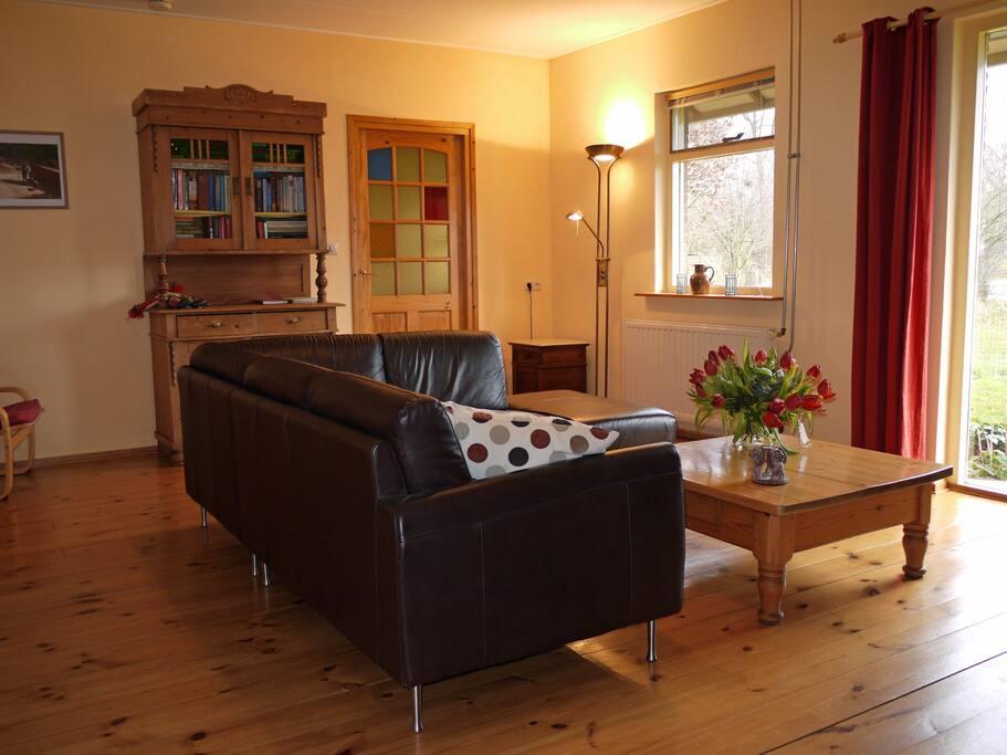 De gezellige woonkamer