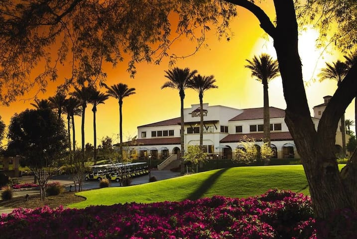 Paradise in a Phoenix Golf Resort - Studio Suite