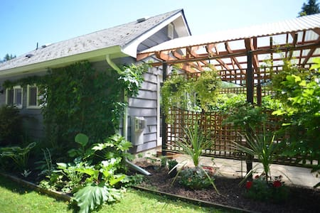 Garden Studio- Abbotsford Retreat - 애버츠퍼드(Abbotsford) - 통나무집
