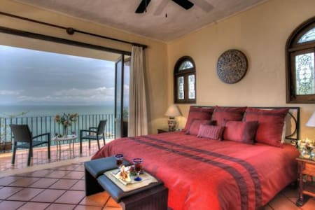 Spacious, charming, oceanview condo - Puerto Vallarta