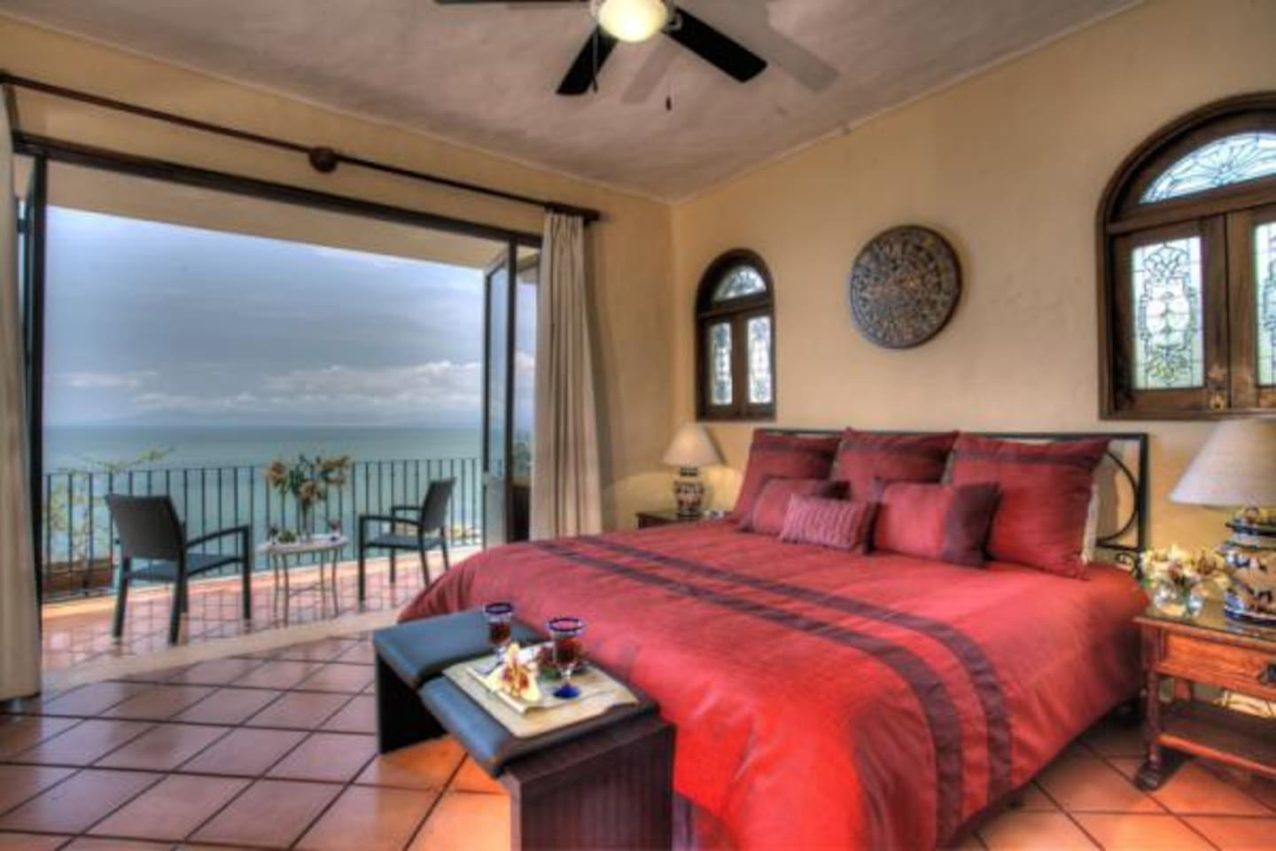 Master bedroom- watch the sunset, humback whales