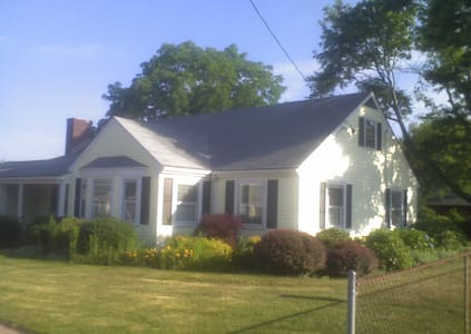 Classic 3 BDRM/1BA Ranch Home - East Providence