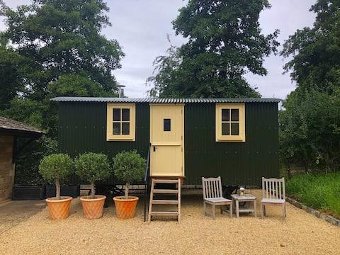 A stylish and comfortable Cotswold Shepherd Hut