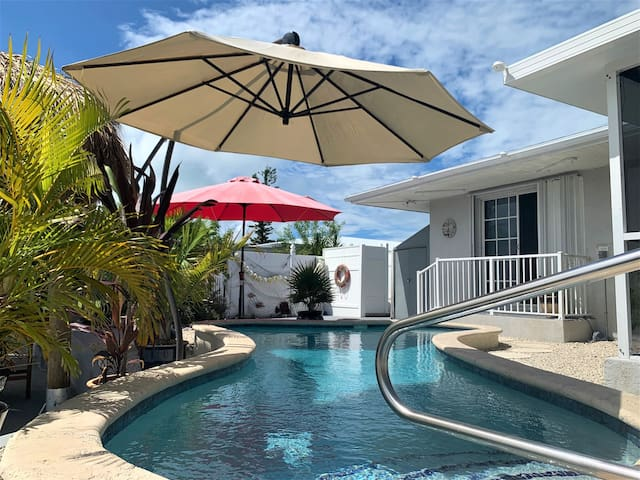 Sunset at Manatee Oasis 3/2 Ground Level Home w/ Pool & 35` Dock