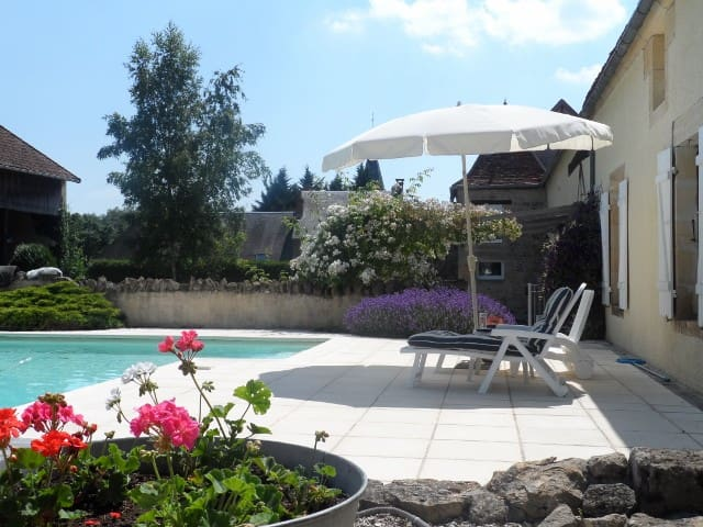 Beautiful Villa & Pool in Burgundy - Châteauneuf-Val-de-Bargis - Hus