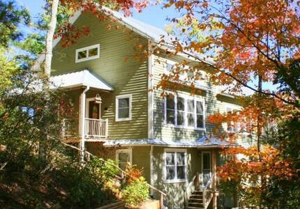 Large 6 BR w/ loft & den -sleeps 18 - Highlands